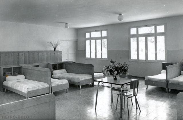 le dortoir cloisonn colonie municipale de saint ouen sur seine retro colo. Black Bedroom Furniture Sets. Home Design Ideas