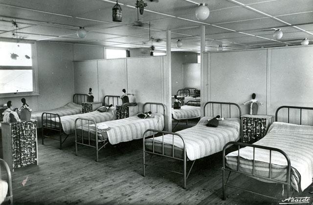 le dortoir colonie de romilly sur seine retro colo. Black Bedroom Furniture Sets. Home Design Ideas